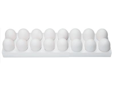 <strong>Eierrekje.</strong> De capaciteit van het variabele eierrekje is aan te passen waardoor er 10 tot 20 kippeneieren of - omgedraaid - tot 28 kwarteleitjes veilig kunnen worden bewaard. Om de houdbaarheid van de eieren te verlengen, kunnen de eieren met de punt naar beneden worden geplaatst.